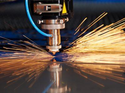 Conheça o poder das máquinas industriais de gravação a laser em metal