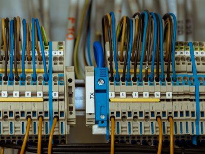 Entenda como organizar a parte elétrica de ambientes industriais