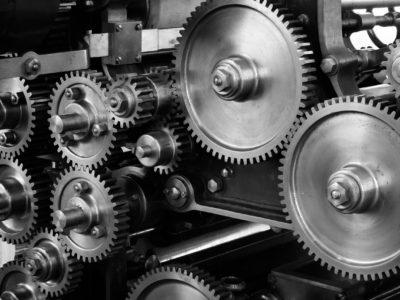 Verifique a utilidade de pequenas peças industriais