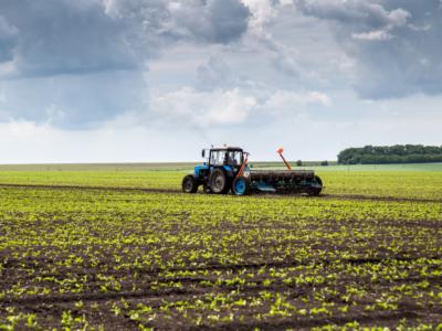 Como trocar peças em ambientes agrícolas?