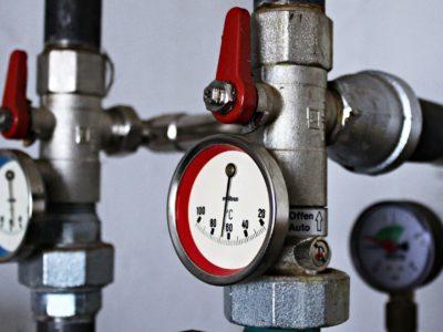 Pequenas peças e válvulas usadas na indústria