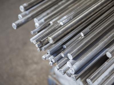 Entenda os processos de fabricação do ferro e do aço inox