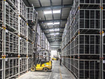 O papel dos equipamentos de movimentação na indústria